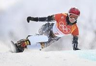 【平昌五輪】スノーボード女子パラレル大回転決勝を滑る、優勝したエステル・レデツカ=フェニックス・スノーパークで2018年2月24日、山崎一輝撮影