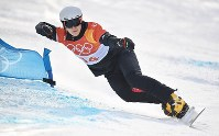 【平昌五輪】スノーボード男子パラレル大回転で決勝を滑る、2位の李相昊=フェニックス・スノーパークで2018年2月24日、山崎一輝撮影