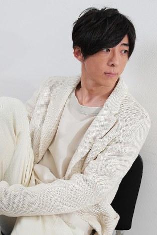 全身白色な髙橋一生がかっこいい