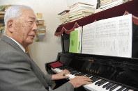Michio Soga, composer of the Okawa Elementary School song, is seen at his home in Sendai's Izumi Ward, on Feb. 21, 2018. (Mainichi)