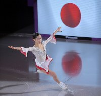 エキシビションで演技する宮原知子=江陵アイスアリーナで2018年2月25日、手塚耕一郎撮影