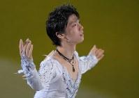 エキシビションで演技する羽生結弦=江陵アイスアリーナで2018年2月25日、手塚耕一郎撮影