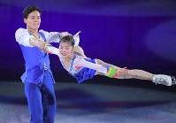 【平昌五輪】エキシビションで演技する北朝鮮のリョム・テオク、キム・ジュシク組=江陵アイスアリーナで2018年2月25日、手塚耕一郎撮影