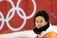 【銀メダル2個目】スノーボードハーフパイプ・平野歩夢。金メダルに及ばず、セレモニーで悔しそうな表情を見せた=フェニックス・スノーパークで2018年2月14日、山崎一輝撮影