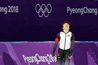 【銀メダル4個目】スピードスケート・小平奈緒(1000メートル)。ゴール後、順位を確認して天を仰いだ=江陵オーバルで2018年2月14日、佐々木順一撮影