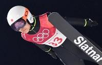 【銅メダル2個目】スキージャンプ・高梨沙羅。決勝1回目の飛躍で=アルペンシア・ジャンプセンターで2018年2月12日、宮間俊樹撮影