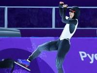 【銅メダル3個目】スピードスケート・高木美帆(1000メートル)。3位に入る喜ぶ=江陵オーバルで2018年2月14日、手塚耕一郎撮影
