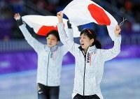 【銅メダル3個目】スピードスケート・高木美帆(1000メートル)。笑顔で観客の歓声に応えた=江陵オーバルで2018年2月14日、手塚耕一郎撮影