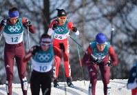 【平昌五輪】スキー女子距離30キロクラシカルで力走する石田正子(中央)=アルペンシア距離センターで2018年2月25日、宮間俊樹撮影