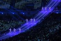 閉会式で音楽に合わせて踊るパフォーマー=平昌五輪スタジアムで2018年2月25日午後8時9分、手塚耕一郎撮影