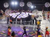 閉会式に登場したカメ=平昌五輪スタジアムで2018年2月25日午後8時41分、手塚耕一郎撮影