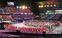 閉会式に入場する日本選手団=平昌五輪スタジアムで2018年2月25日、宮間俊樹撮影