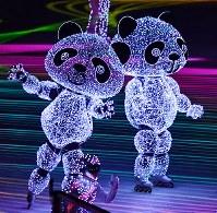 閉会式で披露された、次期開催地の北京にちなんだパンダのパフォーマンス=平昌五輪スタジアムで2018年2月25日、宮間俊樹撮影