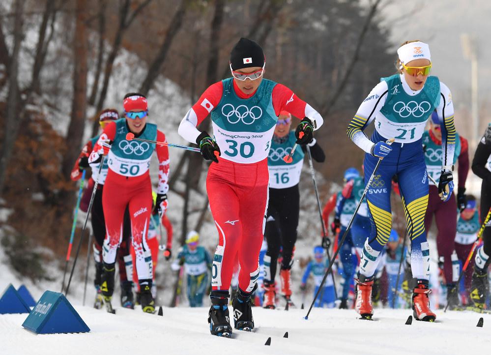【平昌五輪】スキー距離女子複合15キロで14位に終わった石田正子(中央)の前半クラシカル=アルペンシア距離センターで2018年2月10日、宮間俊樹撮影