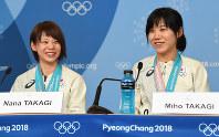 Japanese speed skating Olympic medalists Nana (left) and Miho Takagi speak to reporters in Pyeongchang, South Korea, on Feb. 25, 2018. (Mainichi)