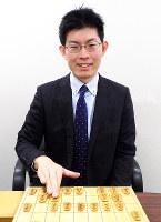 「モチベーションは上がってきている」と話す村田智弘六段=大阪市福島区の関西将棋会館で、新土居仁昌撮影