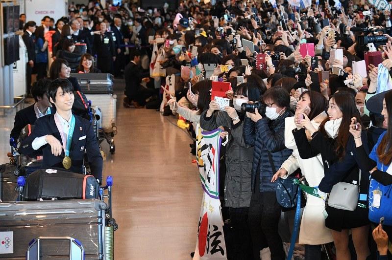 さよなら韓国 金の羽生ら日本選手団、成田着