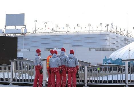 開閉会式が行われた平昌五輪スタジアム。経費節減のために屋根を設置しなかったが、寒さ対策が強いられることになった=山崎一輝撮影