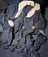 森脇瑶子さんが原爆投下当日に着ていた制服。作業前に脱いでいたとみられる=広島市中区で、山田尚弘撮影