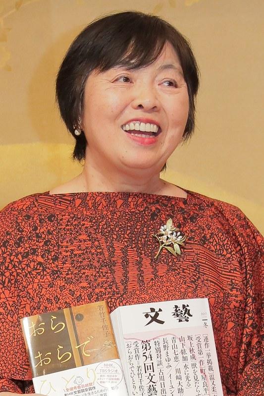 芥川賞を受賞した「おらおらでひとりいぐも」の作者・若竹千佐子さん=2018年1月16日、和田大典撮影