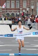 【東京マラソン】2位でフィニッシュし、16年ぶりに日本新記録を更新した設楽悠太=東京都千代田区で2018年2月25日、渡部直樹撮影