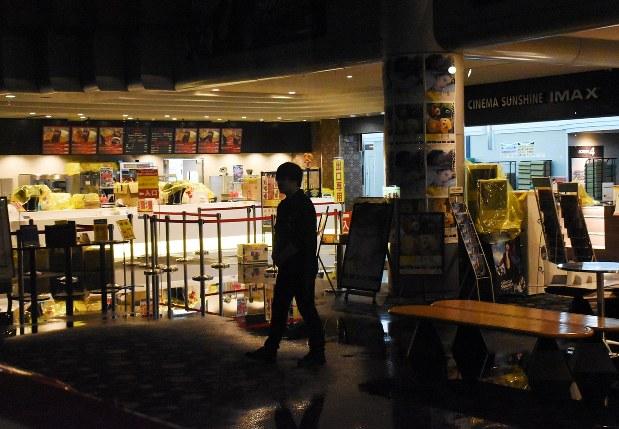 複合施設 映画館など水浸し 水道管にトラブルか 松山 毎日新聞