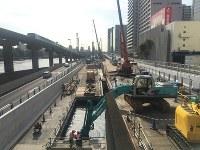 架け替え工事が行われている首都高速1号羽田線(首都高速道路提供)