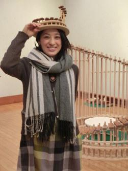 「歯車のオルゴール」などを制作した、つちやあゆみさん=船橋市金堀町の「ふなばしアンデルセン公園子ども美術館」で
