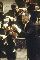 ベルリン・フィルハーモニーを指揮するカラヤン=東京文化会館で1966年4月12日