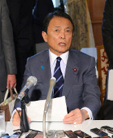 Finance Minister Taro Aso answers reporters' questions following a Cabinet meeting on the morning of March 6, 2018. (Mainichi)