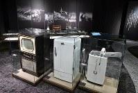 「松下幸之助歴史館」には戦後の豊かな暮らしを保証したテレビ、冷蔵庫、洗濯機が展示されている=大阪府門真市で2018年3月6日、小関勉撮影