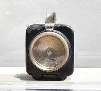 松下幸之助歴史館に展示されている「ナショナルランプ」=大阪府門真市で2018年3月6日、小関勉撮影