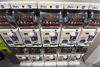 旧歴史館をリニューアルした「ものづくりイズム館」。ここだけに置いてある家電製品の模型のガチャガチャ=大阪府門真市で2018年3月6日、小関勉撮影