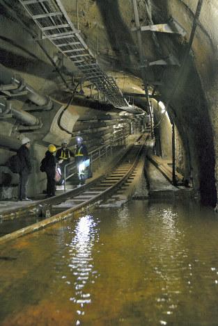 開業30周年:青函トンネル内部を...