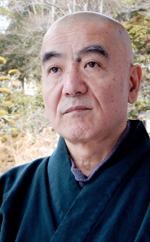 僧侶で作家の玄侑宗久さん=福島県三春町の福聚寺で2018年2月21日、鶴谷真撮影