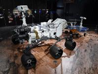 「岐阜かかみがはら航空宇宙博物館」で展示される火星無人探査車「キュリオシティ」の実物大模型=岐阜県各務原市で2018年3月8日午後3時21分、木葉健二撮影
