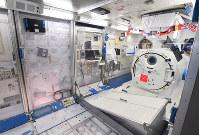「岐阜かかみがはら航空宇宙博物館」で展示される国際宇宙ステーション日本実験棟きぼうの実物大模型の内部=岐阜県各務原市で2018年3月8日午後3時18分、木葉健二撮影