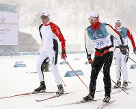Athletes from various countries train in the snow at the Alpensia Biathlon Centre in Pyeongchang, South Korea, on March 5, 2018. (Mainichi)