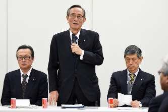 6 - LDP constitutional panel discusses 'emergency clause,' including limit on private rights
