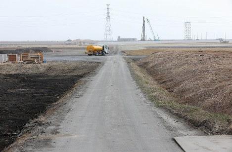 重機が動き回る浸水域=福島県南相馬市原町区で2018年2月24日、宮武祐希撮影