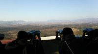 韓国最北の38度線付近から北側を眺められる展望台。観光者も多いが、南北に離散した家族を思う場所でもある=金光敏さん撮影