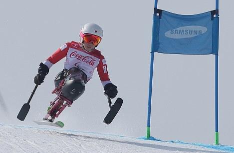 アルペンスキー女子滑降座位で銀メダルを獲得した村岡桃佳=旌善アルペンセンターで2018年3月10日、宮武祐希撮影