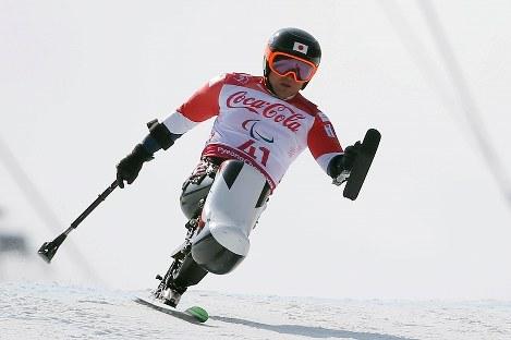 アルペンスキー男子滑降座位で銀メダルを獲得した森井大輝=旌善アルペンセンターで2018年3月10日、宮武祐希撮影