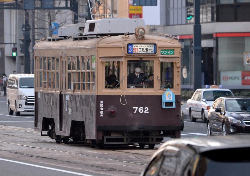 大阪大空襲:旧大阪市電の車両 広島走る…戦火の生き証人 | 毎日新聞