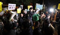 People raise their voices during a protest in front of the prime minister's office in Tokyo's Chiyoda Ward on March 12, 2018. (Mainichi)