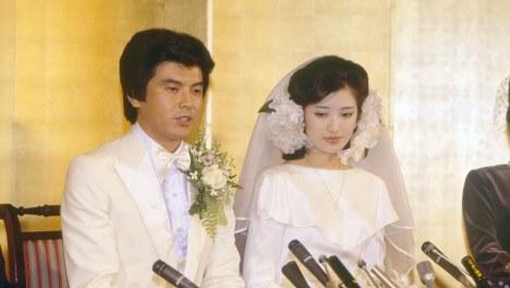 1980年は山口百恵さんと三浦友和さんが結婚した年=毎日グラフ1980年12月7日号から