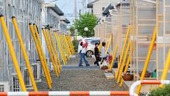 家を失った人たちが入居した岩沼市の仮設住宅=2011年5月9日