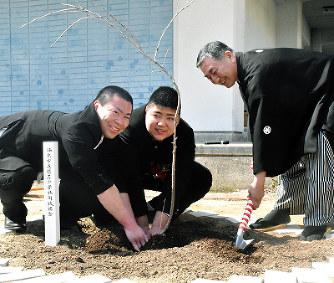 坂出・櫃石中:70年の歴史に幕 ...