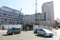 新長田駅南再開発事業地区で建設が進む県市合同庁舎=神戸市長田区で、栗田亨撮影
