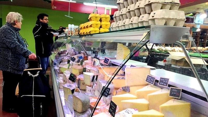 パリ市内のチーズ店